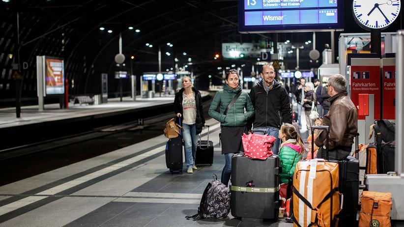 Bahnfahren: Zugverspätung wegen extrem schlechtem Wetter? Dafür sollen Bahnunternehmen in der EU künftig ihre Kundinnen und Kunden nicht mehr entschädigen müssen.