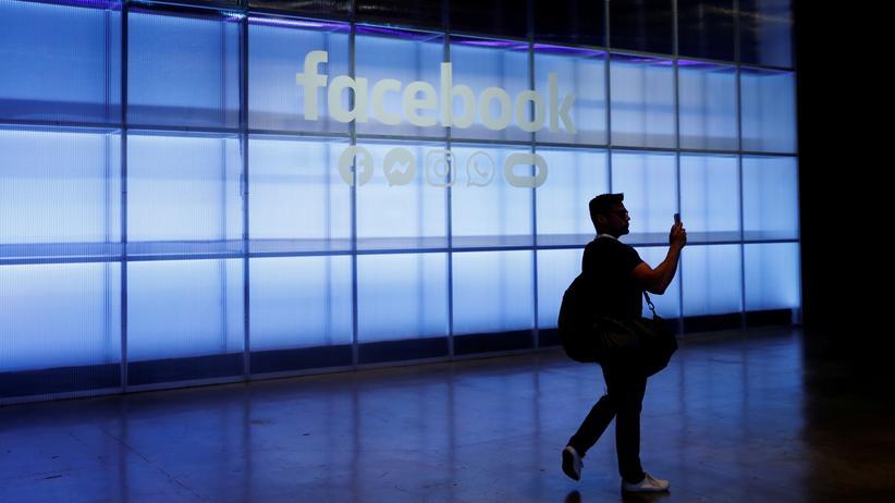 Hasskriminalität: Facebook-Chatbot gibt Mitarbeitern Antworten auf heikle Fragen vor