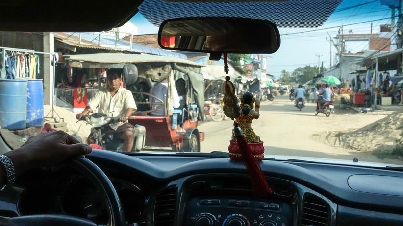 Kambodscha: Fahrt durch die Wohnviertel der Arbeiter in Bavet