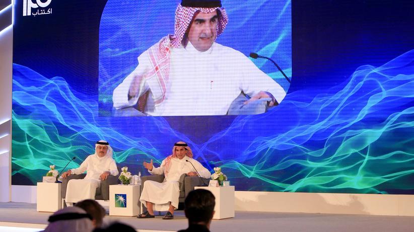 Saudi Aramco: Die Spitzen von Aramco, Amin Nasser (links) und Yasir al-Rumayyan, während einer Pressekonferenz im November