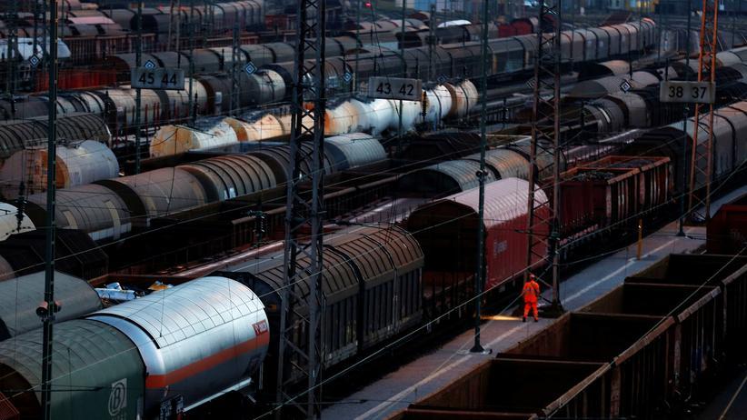 Umsatzsteuer: Nicht nur per Containerschiff und Lastwagen exportieren deutsche Unternehmen – und haben dabei wohl nicht alle Daten immer korrekt übermittelt.