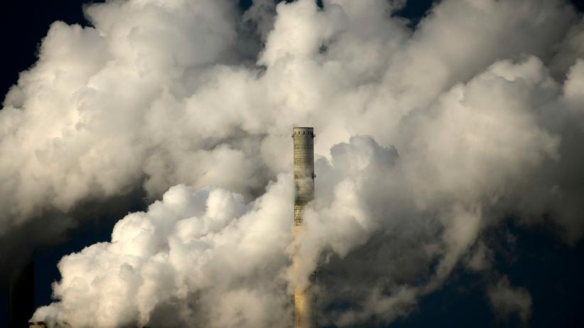 Klimaschutz: Ein Kohlekraftwerk der RWE in Neurath