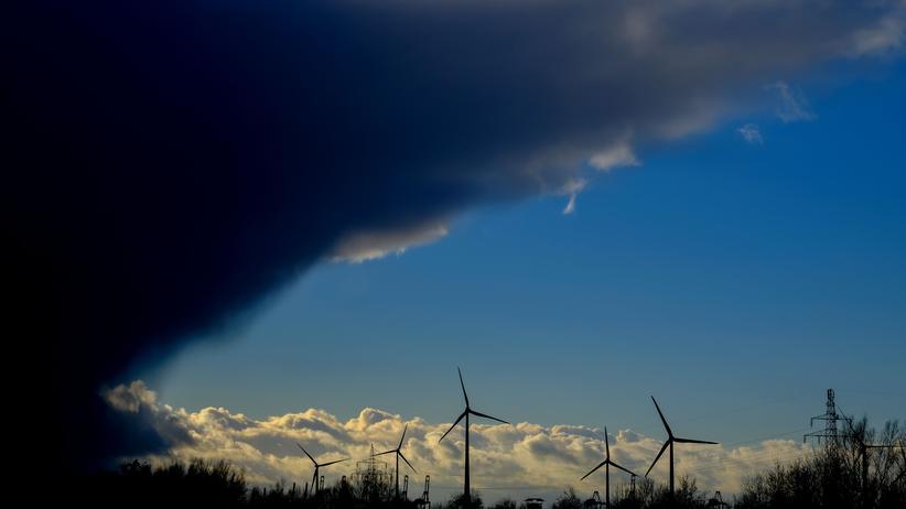 """Sturm """"Sabine"""": Winterstürme erzeugen reichlich Windstrom: Turbinen nahe Bremerhaven, Dezember 2017"""