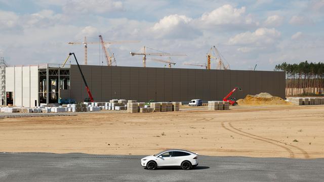Tesla: Fabrikbau in Grünheide kann weitergehen