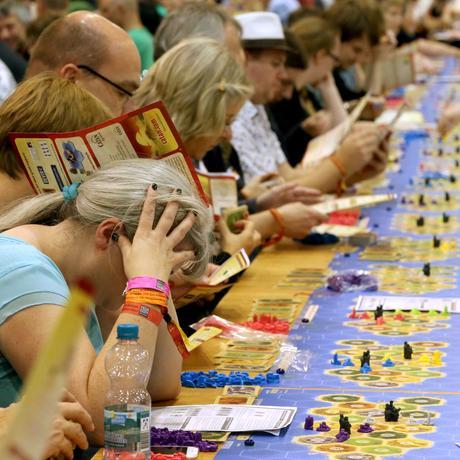 Gesellschaftsspiele : Warum Spielen Menschen durch Krisen hilft