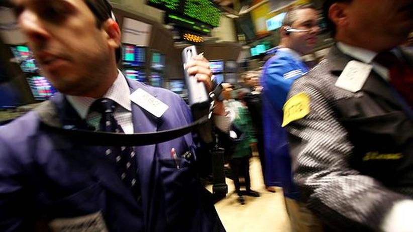 Händler an der Börse in New York. Das Rettungspaket der EU soll die Spekulationen an den Märkten eindämmen