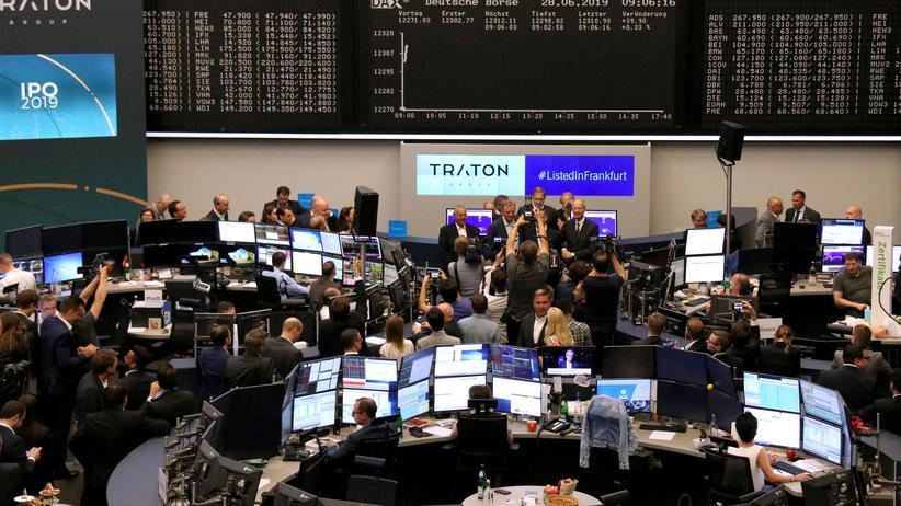Börsengang: Die Aktie Traton startete mit einem Kurs von 27 Euro an der Frankfurter Börse.