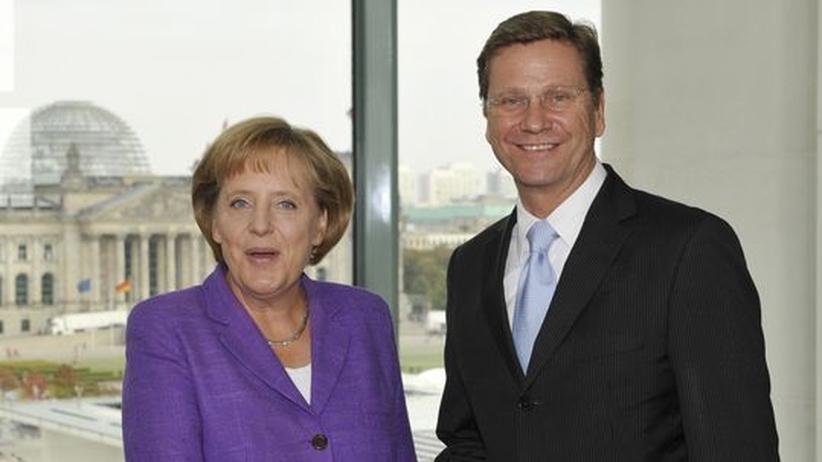Nach der Wahl: Angela Merkel und Guido Westerwelle besiegeln ihren Sieg