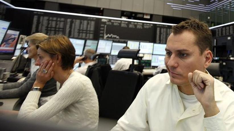 Markterwartungen: Händler an der Frankfurter Börse: Die Anleger sind sich über die Zukunft uneins wie schon lange nicht mehr
