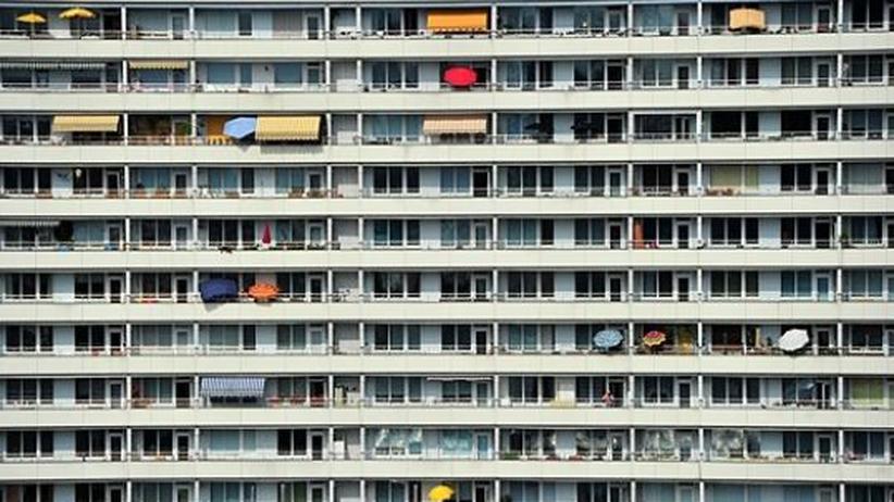 Plattenbau in Berlin: Als Schrottimmobilien werden Wohnungen bezeichnet, die zu einem stark überteuerten Preis als Anlageobjekt verkauft wurden