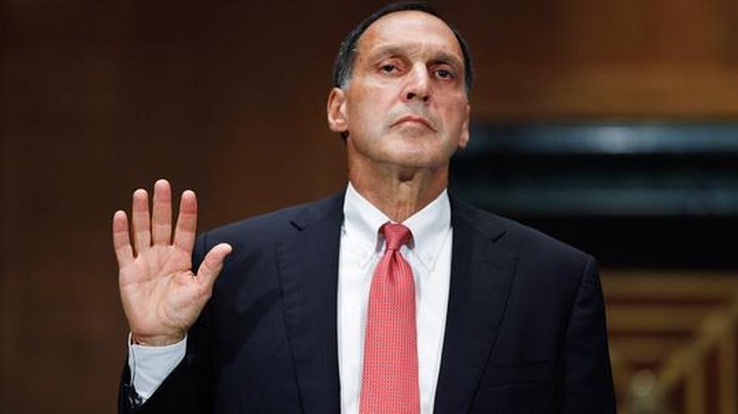 Wall Street: Richard Fuld, der ehemalige Chef von Lehman Brothers, legt vor der Washingtoner Untersuchungskommission zur Finanzkrise einen Eid ab. Die vom Kongress ernannten Kommissionsmitglieder sollen die Hintergründe der Krise untersuchen