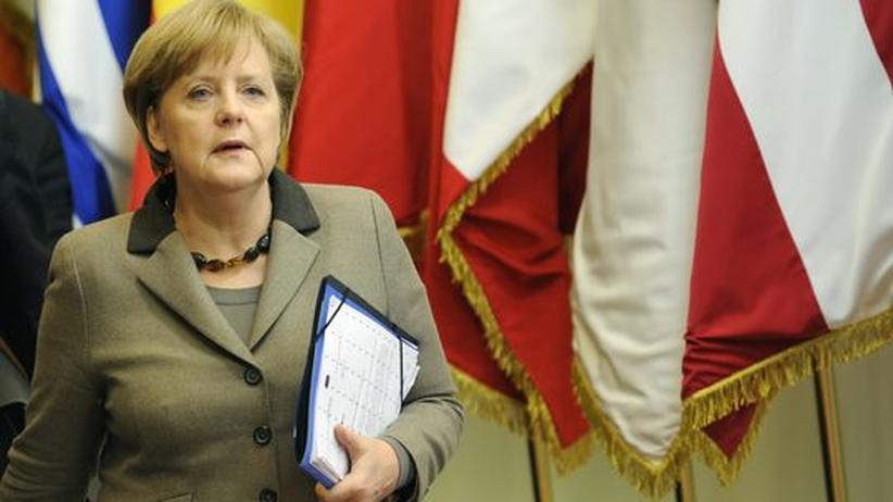 Angela Merkel verlässt das Gebäude der EU-Kommission in Brüssel