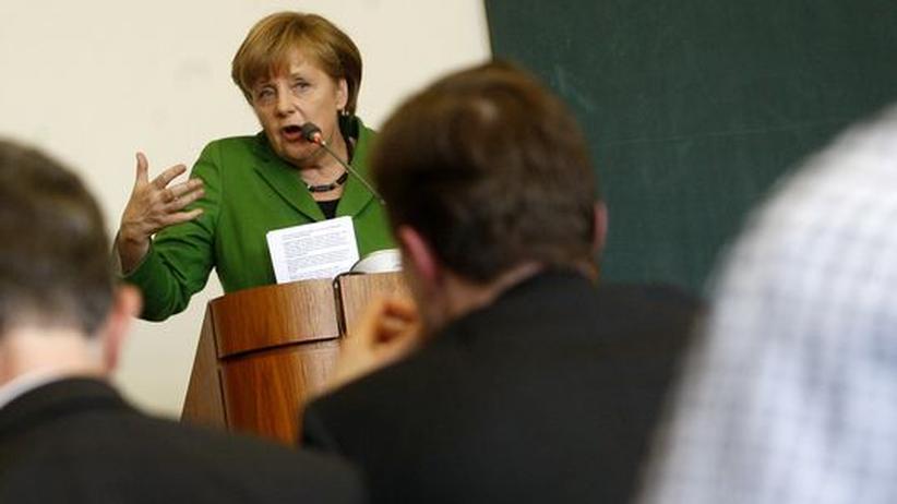 Schuldenkrise: Bundeskanzlerin Angela Merkel spricht vor Studenten in Prag.