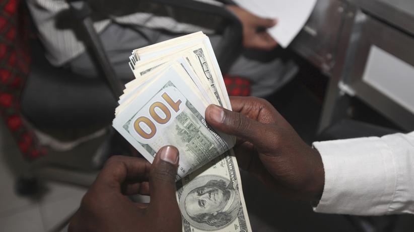 Wirtschaft, Auslandsüberweisung, Internetportal, Onlinebanking, Internet, Bank, Unternehmen