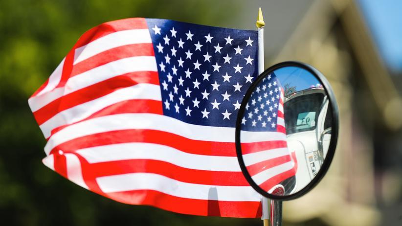 autokredite-usa-finanzkrise-ausfallquote-kreditqualitaet-flagge