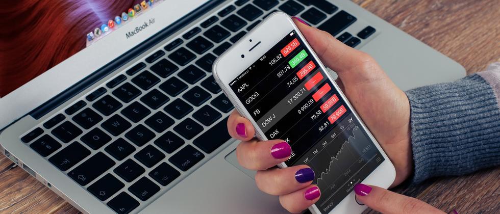 Breit zu investieren und Nerven behalten, lautet der gängigste Tipp für risikoarme Anleger.
