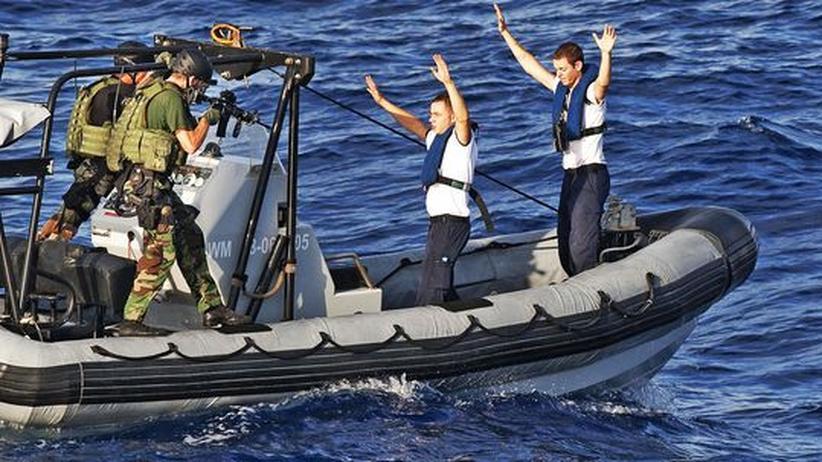 Holländische Spezialkräfte üben den Kampf gegen Piraten im indischen Ozean
