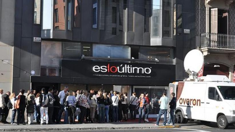 """Lange Schlangen am ersten Tag: Hier eröffnet das Kaufhaus """"esloúltimo"""""""