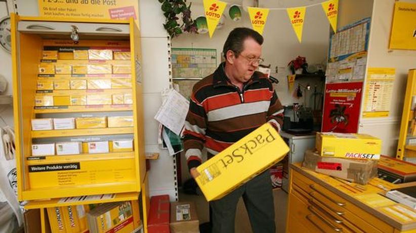 Mitarbeiter der Post bei der Arbeit