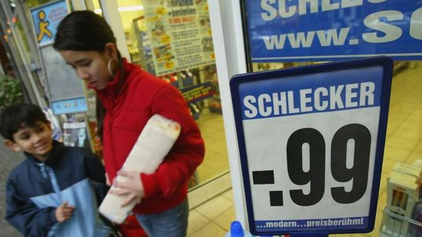 Streit um Billiglöhne: Schlecker gibt nach