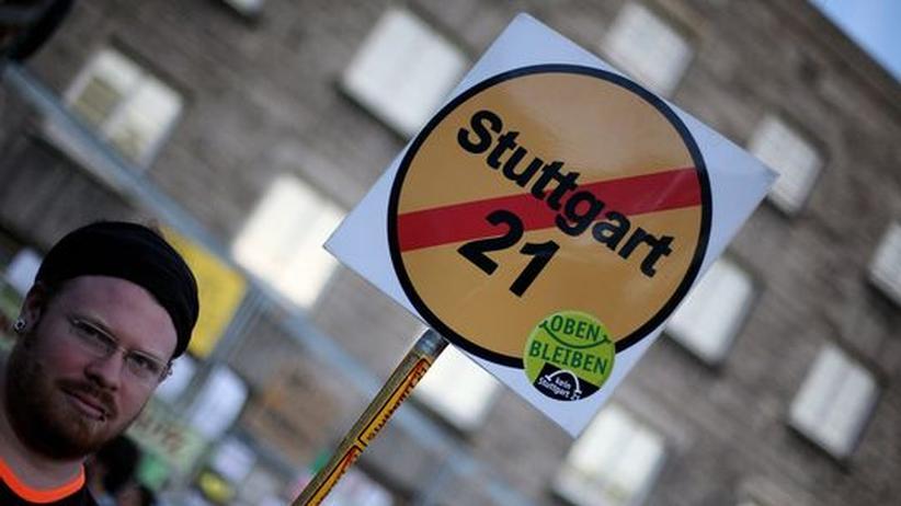 """Streit um Großprojekt: Ein Demonstrant gegen """"Stuttgart 21"""""""