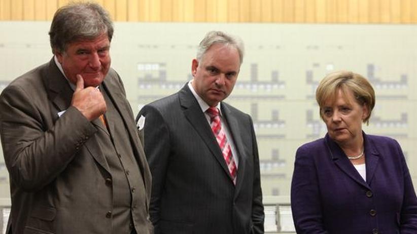 RWE-Chef Jürgen Großmann, E.on-Chef Johannes Teyssen und Bundeskanzlerin Angela Merkel