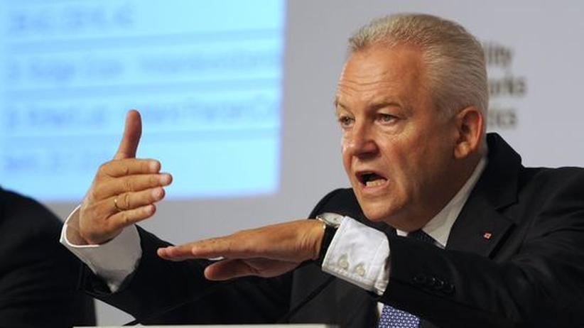 Bahnchef Rüdiger Grube: Deutsche-Bahn-Chef Rüdiger Grube auf einer Pressekonferenz in Berlin