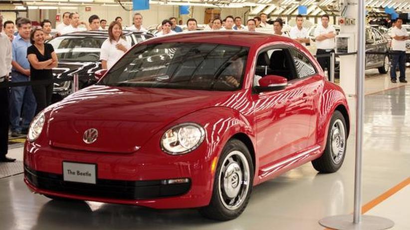 Autokonzerne: Die neue Version des VW Beetle wird im mexikanischen Puebla, wo der Wagen gebaut wird, der Öffentlichkeit präsentiert (Bild vom 15. Juli 2011).
