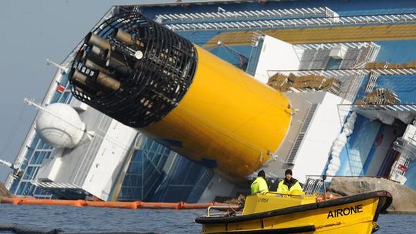 Kreuzfahrt: Bergungsarbeiten am havarierten Schiff Costa Concordia