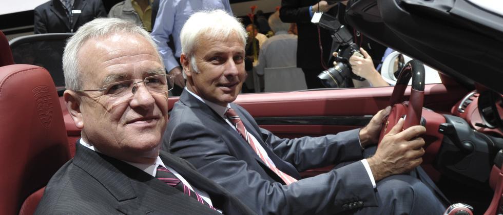 VW-Chef Martin Winterkorn (vorne) und der Vorstandschef von Porsche, Matthias Müller