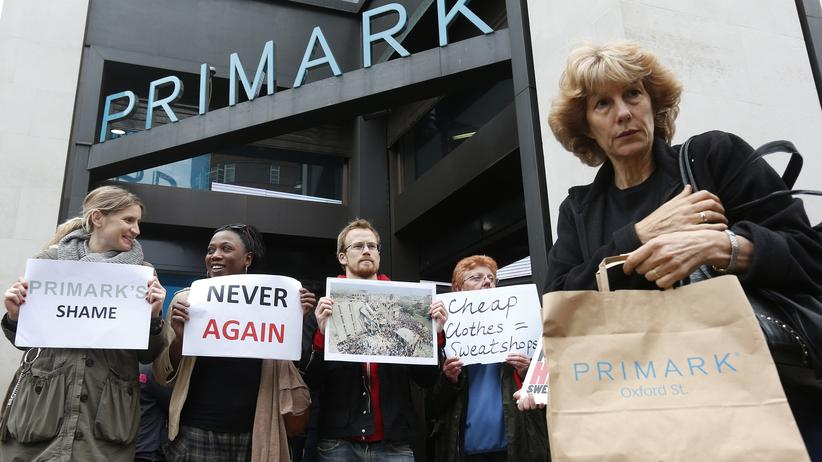 Demonstranten im April 2013 vor einer Primark-Filiale in London