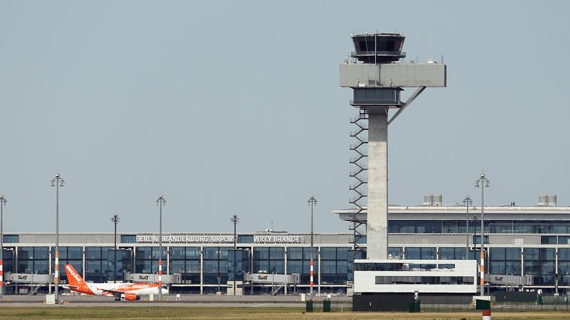 Imtech: Ein Flugzeug der Linie easyJet auf der Baustelle des Berliner Flughafens