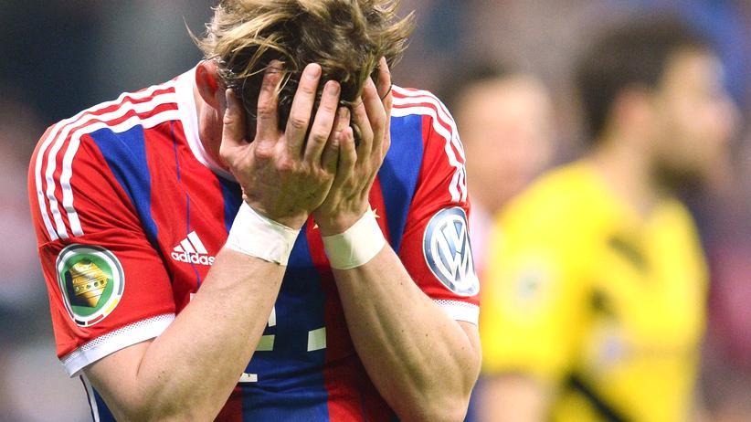 Abgas-Skandal: Bastian Schweinsteiger beim DFB-Pokalspiel FC Bayern München gegen Borussia Dortmund im April 2015