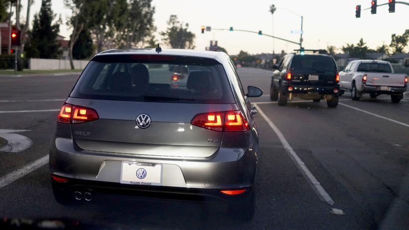 VW räumt unerklärbare Abgaswerte bei weiteren 800.00 Autos ein.