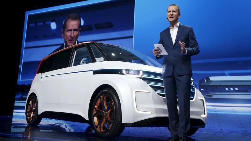 Abgasskandal: Volkswagen-Manager Herbert Diess bei der Vorstellung eines Fahrzeugs in Las Vegas