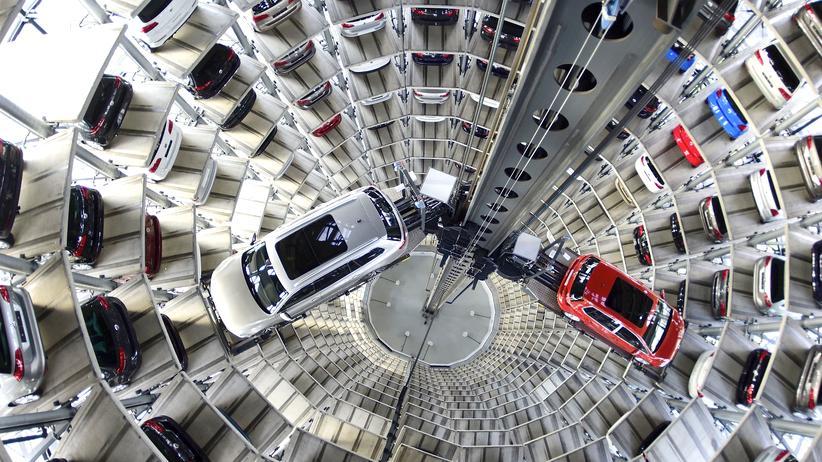 Abgas-Skandal: Autos von Volkswagen in der Volkswagen Autostadt in Wolfsburg