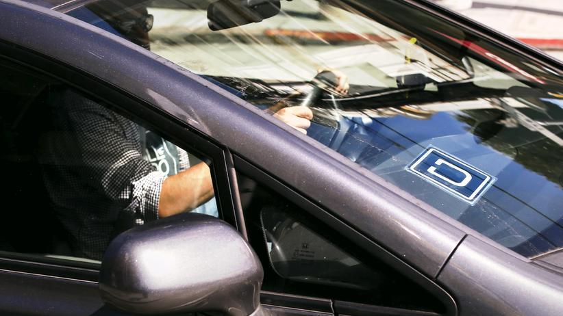 Autoindustrie: Autohersteller investieren in Onlinefahrdienste