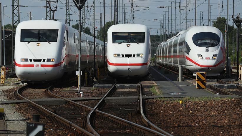 Fernverkehr: Drei Generationen von ICE nebeneinander in Berlin