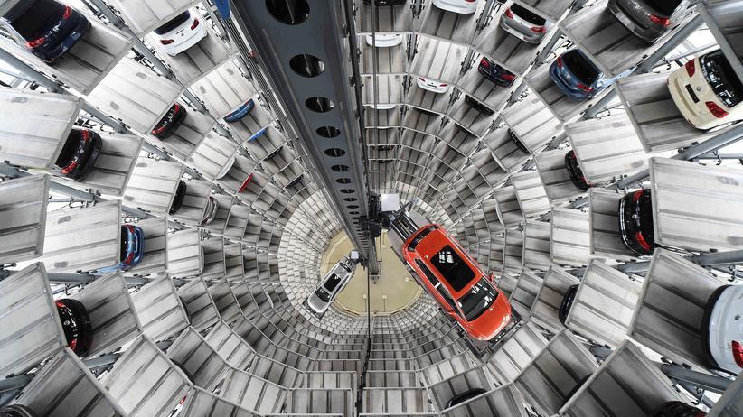 Dieselskandal: Der Autoturm auf dem VW-Firmengelände in Wolfsburg