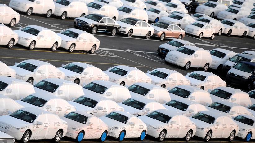 Exporte: Autos von Audi vor der Verschiffung in Bremerhaven