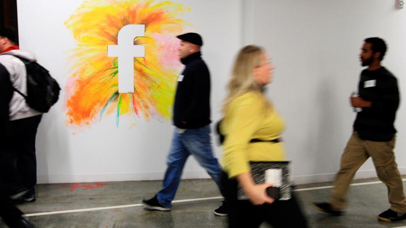 Gewaltvideos: Mitarbeiter im neuen Hauptsitz von Facebook in Menlo Park, Kalifornien