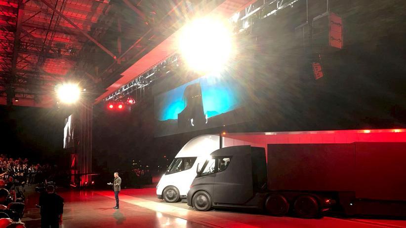 Tesla: Elon Musk präsentiert einen E-Lastwagen