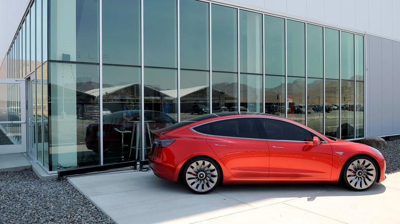 Elektroauto: Das Tesla-Model 3 vor der Batteriefabrik in Sparks, Nevada