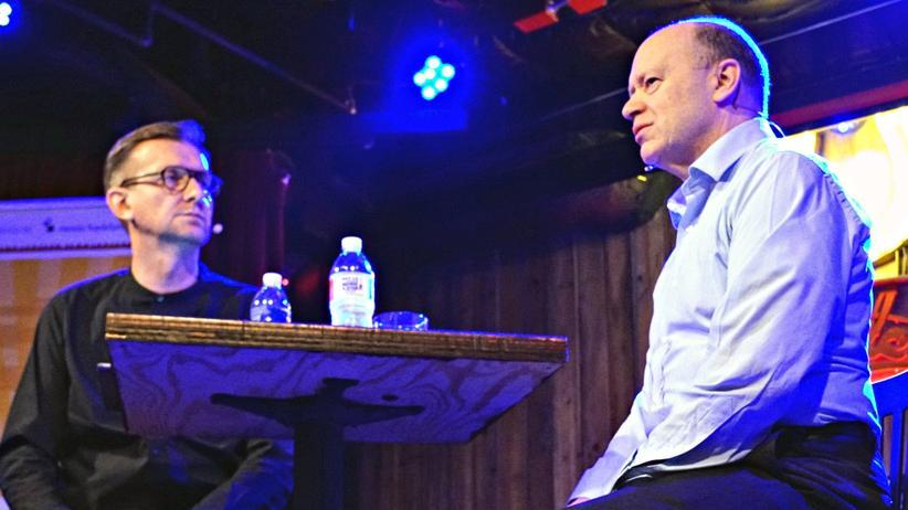 Jochen Wegner (links), Chefredakteur von ZEIT ONLINE, im Gespräch mit John Cryan, Vorstandsvorsitzender der Deutschen Bank