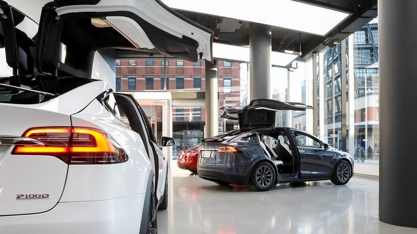 Elon Musk: Tesla kündigt Umstrukturierung an