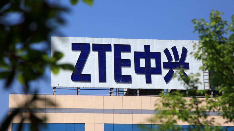 Smartphonehersteller ZTE: Das Logo von Chinas Smartphonehersteller ZTE auf einem Gebäude in Nanjing, Hauptstadt der ostchinesischen Provinz Jiangsu.