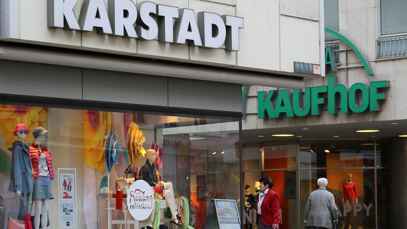 Warenhausketten: Die Warenhausketten Karstadt und Kaufhof leiden seit Jahren unter dem Erfolg von Billiganbietern wie Primark und Online-Händlern wie Amazon oder Zalando.