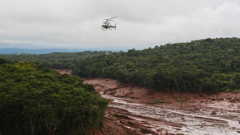 Brazil: A helicopter flies over the disaster area in Brumadinho after the break of the dam in late January.