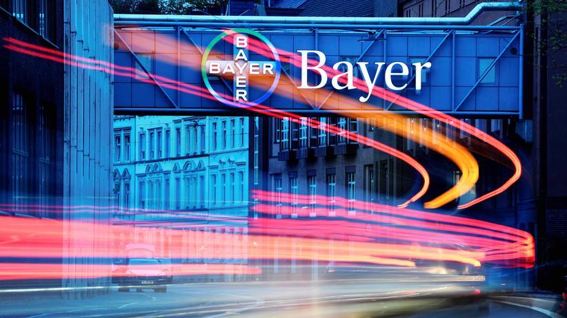 Bayer : Aufsichtsratsvorsitzender entschuldigt sich für Kursverluste