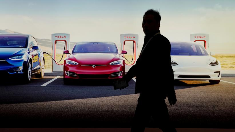 Automobilindustrie: Tesla macht hohen Verlust